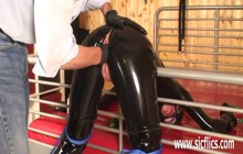 Submissive whore in latex gets pussy gaped